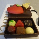 デカダンス ドュ ショコラ - チョコボックス ハートは、箱もチョコレートでできています♪