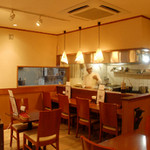 ニュー高円寺インディア - 1階のテーブル席