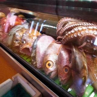 魚津港朝採れの魚をリーズナブルにお楽しみいただけます。