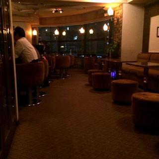 バーでごゆっくりと、上質な大人の時間をお過ごしいただけます。