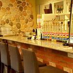 四ツ橋カフェ - カウンターのお席はお一人様でも気軽にお食事していただけます!