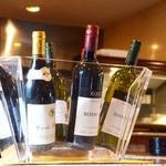 四ツ橋カフェ - 夜のお食事にも。お料理に合うワインをご用意しております。