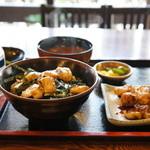 鳥光 - 焼き鳥丼串焼きセット全景