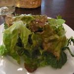 ピッツァパッツァ - セット(100円)のサラダのドレッシングはちょうどいい酸味
