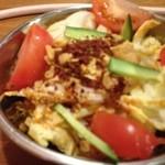からから屋 - K1サラダ。珍しい白菜メインのサラダ。ピリ辛ドレッシングがクセになりそう。