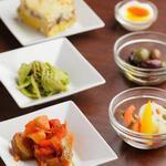 Taverna Mezzanotte - カポターナ、タコとセロリのジェノベーゼ、白菜・ズリとインカの目覚めグラチナート、半熟玉子とアンチョビなど。