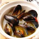 atehaca - 毎朝市場で仕入れた新鮮魚介。