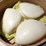 CHINA TABLE kahului 珊瑚礁 - 牛フィレ肉の黒胡椒炒め 中国パン添え