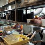 焼肉問屋 牛蔵 - 中ほどにある厨房