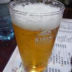 24480406 - 白エビセットのビールはグラス