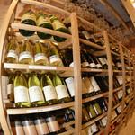 食道楽 - 日本産ワインを豊富にご用意しております。