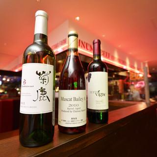 種類豊富なワインはグラスで飲み比べ!