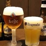 ウェルズ キッチン - ベルギービールは専用グラスでお飲みいただけます。