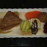 山崎屋本店 - 料理写真:ケーキと三色アイスクリームセット 1580円