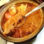 キッチン レンガ - ハヤシビーフの大きな牛肉