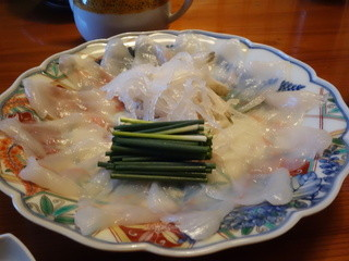 ふく政 - てっさ(刺身)は一人分ずつ取り分けられて来るので、落ち着いてゆっくり食べられます(同伴者談)