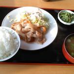 玉水駅前休憩所さくら - 料理写真:豚生姜焼き定食