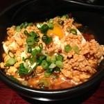 釜焼鳥本舗おやひなや - 鶏豆腐、そぼろが冷たくて脂分が固まり美味しくない