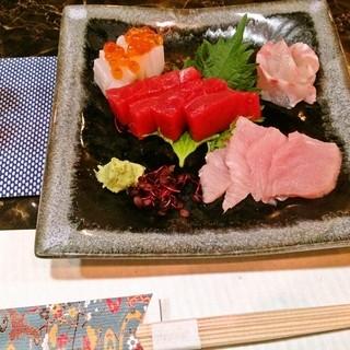 串天ぷら以外にも分厚い天ぶり、お造りなどの魚介メニューご用意しております。