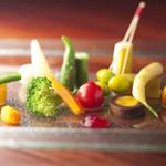 TAKU円山 - 料理写真:野菜八寸  道産の有機栽培の野菜を中心に15種類ほどが一皿に。