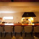TAKU円山 - 大人気のオープンキッチンになったカウンター席