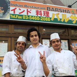 明るい雰囲気の町のインド料理屋さん♪