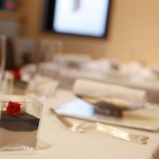 旬の食材を中心とした贅沢コースをお楽しみください