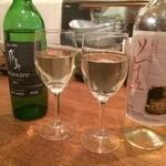 24503683 - ワインはグラスで【800円より】少し高いかな。。んでも楽しいよ◎
