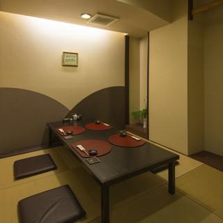 優雅で和やかな雰囲気の個室。大切な方のおもてなしにぴったり