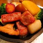 ボジュン トミガヤ - 自家製サルシッチャとふじさわ野菜の鉄鍋ロースト
