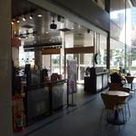スターバックス・コーヒー - オフィス入り口側にも席があります。