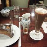 椿屋珈琲店 - アイスココアとチョコレートアーモンドケーキ