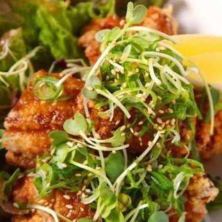 ②樽屋の定番「若鶏の唐揚げ」580円
