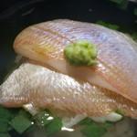 24513836 - 昆布〆した小鯛と大場の鯛茶 山葵乗せ