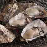 かき小屋本舗 - 生産量日本一の広島産のカキ