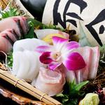 三喰撰酒 三重人 - 料理写真:四季折々の美味しい鮮魚を満喫『刺身盛り合せ』
