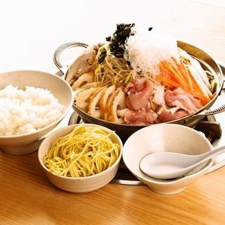 【創業40年、塩味一本】海の幸、山の幸をふんだんに盛り込んだちゃんこ鍋を是非ご賞味下さい!