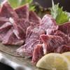 串と魚 にぎわい - 料理写真:新鮮で肉厚な馬刺しは一度食べたらやみつきになること間違いなし!