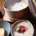 お台所 と金 - ランチの鮪中落ち(限定)麦とろ飯(ランチ平日のみ)
