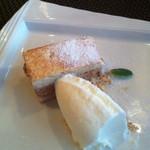 24522231 - ランチデザート:ヨーグルトムースとプラリネクリームのケーキ