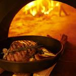 フォルノ ディ ルイジ クオモ - 薪窯を使用した料理の数々は絶品♪