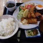 米常 - Aランチ(950円)、ハンバーグ、海老フライ、魚フライ、クリームコロッケ