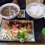 米常 - 豚汁定食(750円)、おかずは替わるようです。