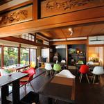希志庵 - 自宅を改装して作った店内には、オーナー独自のこだわりがあります。