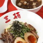 三楠 - 料理写真:つけ麺の「麺」は黄色みを帯びた冷たい細麺。魚介出汁がほんのり効いた醤油ベースのつけ汁で。