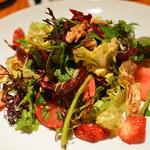 テンアンドハーフカフェ - 本日のサラダ(苺と赤かぶ)