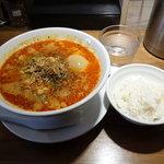 24531304 - 海老香る担担麺 (5辛) 850円 +味玉100円 +ランチサービス麦飯100円