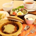 カフェ シュクラ - 料理写真:ハンバーグセット。サラダかスープをお選びいただけます。