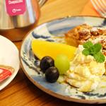 カフェ シュクラ - シュクラはケーキも自家製です。美味しいお茶やコーヒーと一緒にどうぞ。