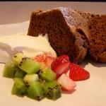 カフェ シュクラ - シフォンケーキは、斑鳩町福祉作業所「あゆみの家」製もしくは自家製の物をお出し致します。
